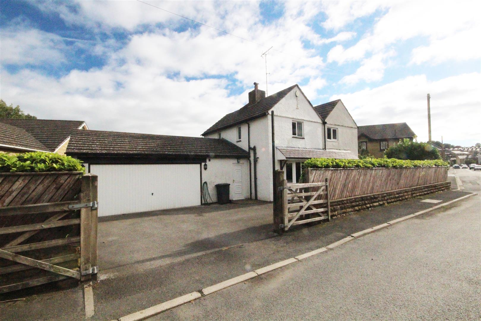 4 bedroom detached house For Sale in Foulridge, Colne - Property photograph
